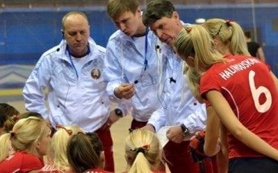 Herman Kruis und sein Trainerstab coachen die Hockey Damen von Weis- Russland mit dem AXIWI Kommunikationssystem
